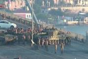 Η παράδοση των στρατιωτών που είχαν καταλάβει τη γέφυρα του Βοσπόρου (video)