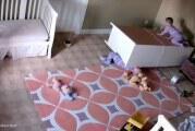 Φοβερό βίντεο: Μωρό 2 ετών σώζει τον δίδυμο αδελφό του που καταπλακώθηκε από έπιπλο (video)