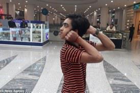 Ο «άνθρωπος κουκουβάγια»: 14χρονος γυρίζει το κεφάλι 180 μοίρες χωρίς να σπάει