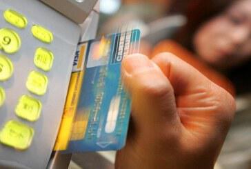 Αφορολόγητο μόνο με πλαστικό χρήμα – Με κάρτα οι αγορές άνω των 500 ευρώ