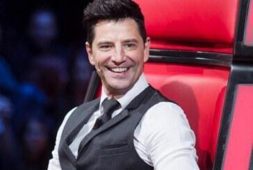 Σάκης Ρουβάς: Η τούρτα έκπληξη που του έκαναν στα γυρίσματα του Voice!