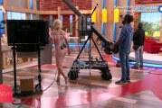 Η Ελένη Μενεγάκη έκανε εντυπωσιακή είσοδο, αλλά είχε ξεχάσει να κουμπώσει το φόρεμα της!